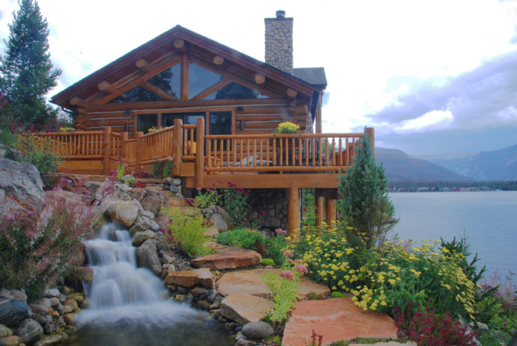 Mountain Lakeside Chalet